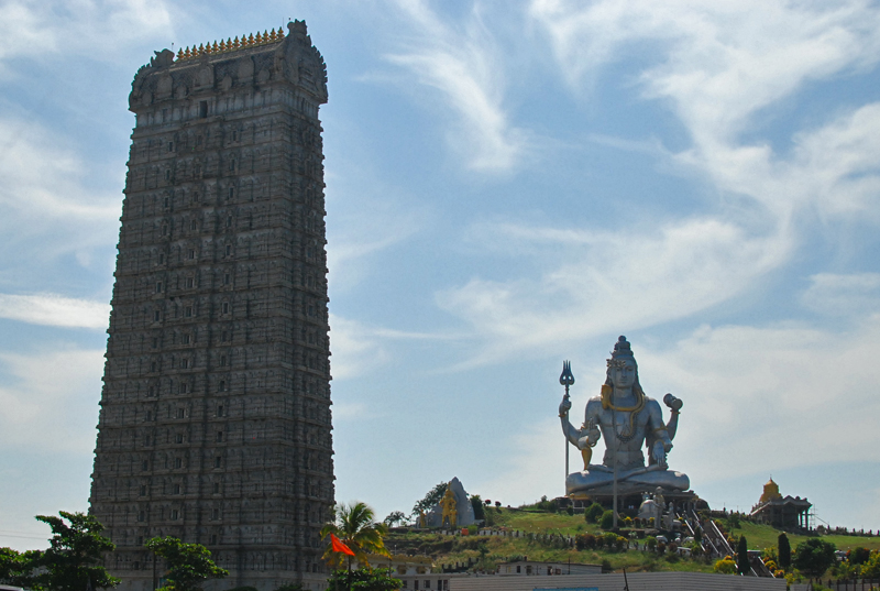 The Lord Shiva statue and Raja Gopura