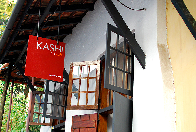Kashi's Art Cafe: A popular cafe around here