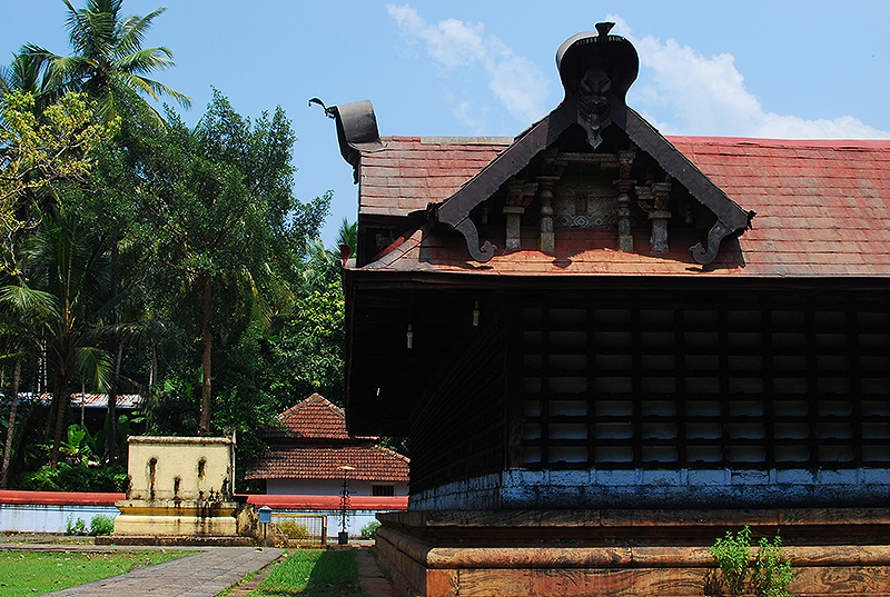 Lokanarkavu - the upper temple